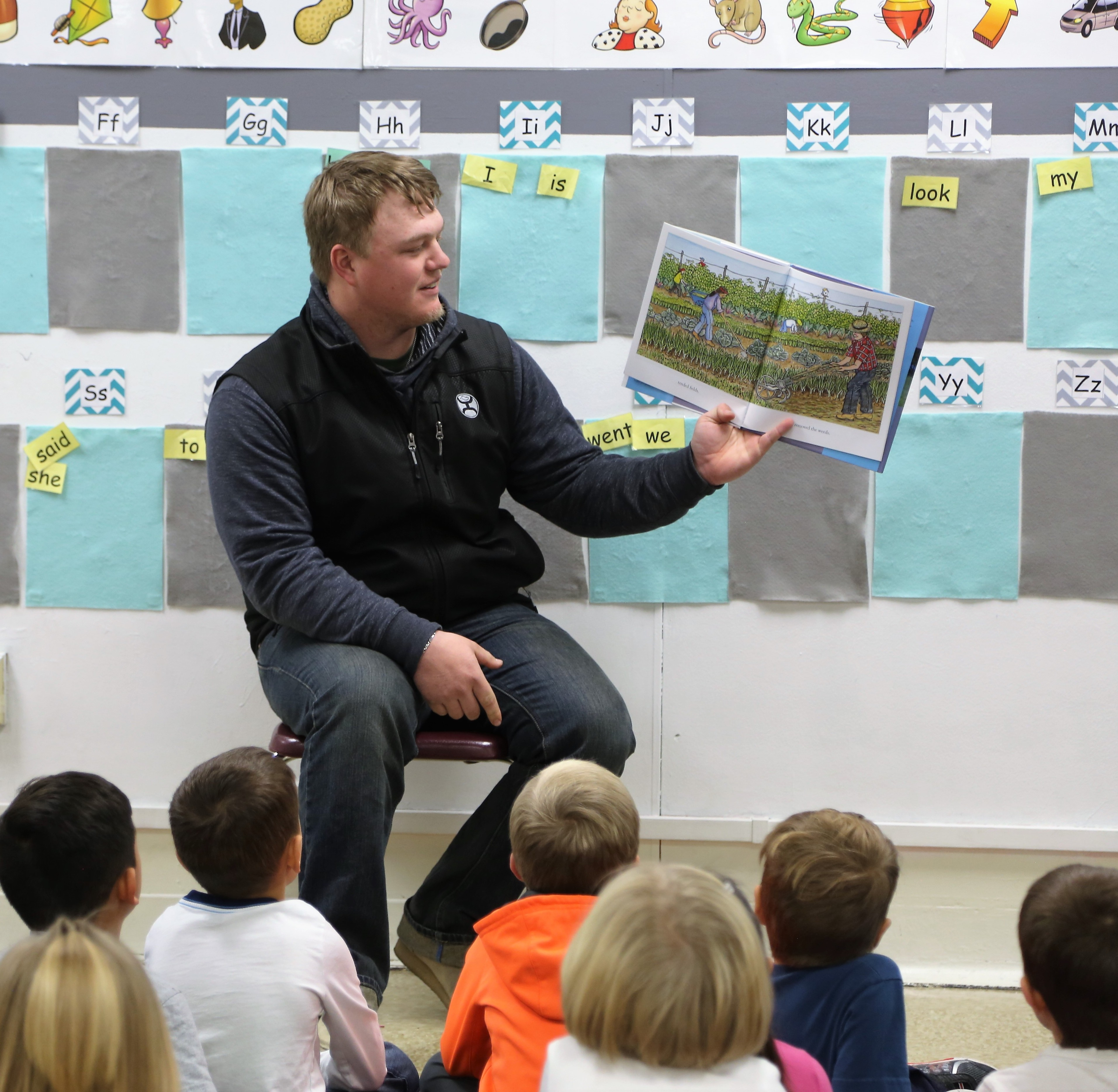 Applied Ag student Elliot Epp reading to local elementary school students.